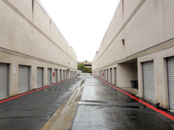 4490 Murphy Canyon Road San Diego, CA 92123 - Drive-up Units|Driving Aisle