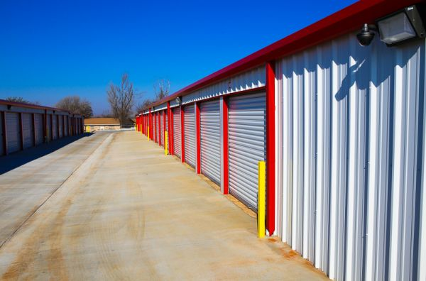 827 North Douglas Boulevard Midwest City, OK 73130 - Drive-up Units|Driving Aisle