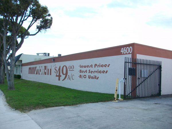4555 SW 72nd Ave Miami, FL 33155 - Signage|Security Gate