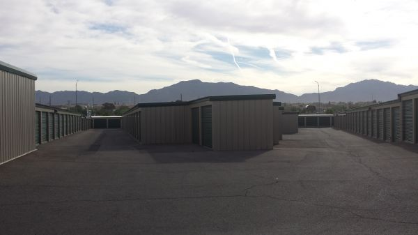 8100 Artcraft Road El Paso, TX 79932 - Drive-up Units|Driving Aisle