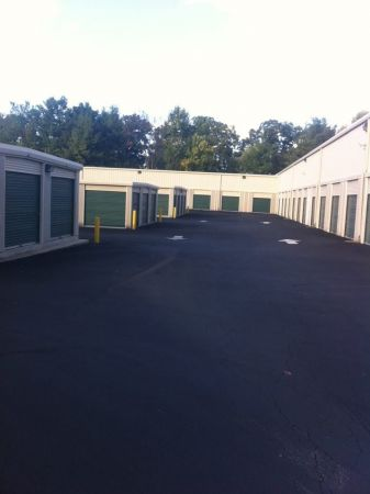 9120 West Broad Street Richmond, VA 23294 - Drive-up Units|Driving Aisle