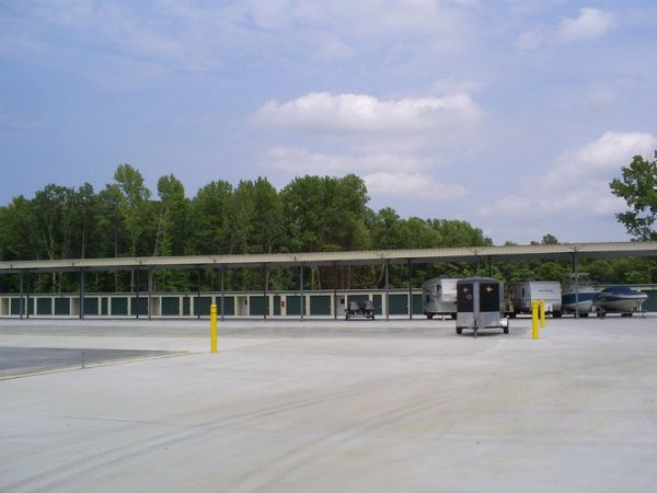 1350 West Hundred Road Chester, VA 23836 - Security Gate|Drive-up Units|Driving Aisle