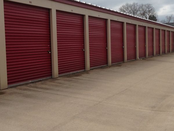 201 Terminal Rd Clarksville, TN 37040 - Drive-up Units