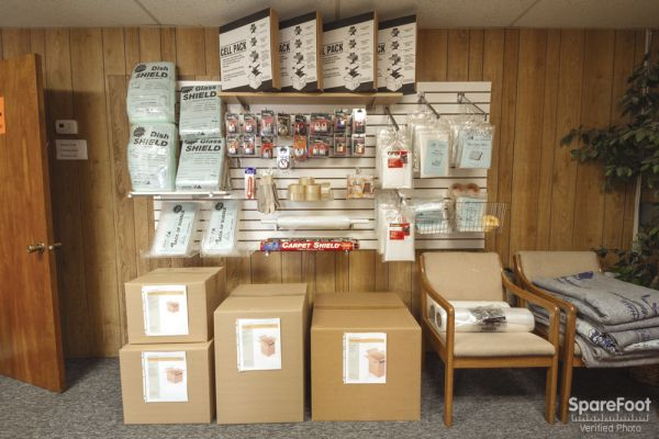 2340 Daniels Street Long Lake, MN 55356 - Moving/Shipping Supplies