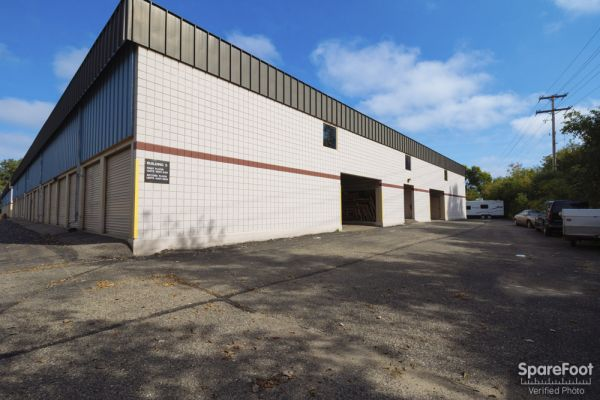 3800 Louisiana Avenue South St. Louis Park, MN 55426 - Drive-up Units