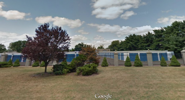 128 Quinnipiac Avenue North Haven, CT 06473 - Road Frontage|Drive-up Units|Driving Aisle