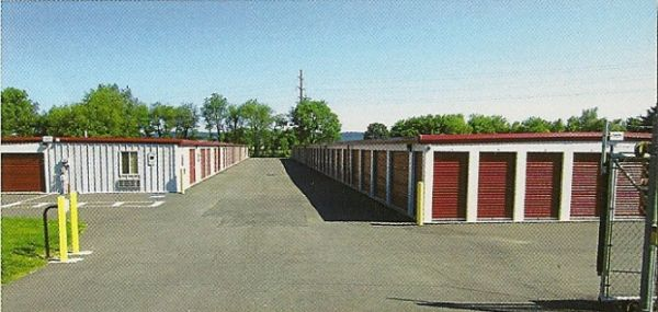 6 Long Lane Mechanicsburg, PA 17050 - Security Gate|Drive-up Units|Driving Aisle