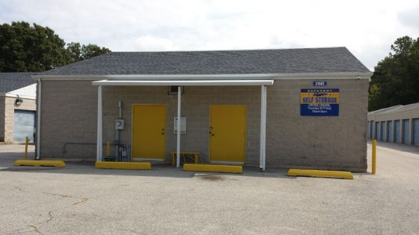 21502 Great Mills Road Lexington Park, MD 20653 - Storefront|Drive-up Units|Driving Aisle