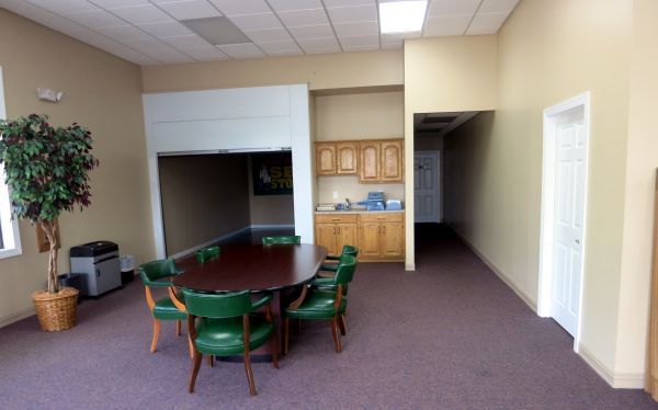3216 Mid Pine Road Fayetteville, NC 28306 - Front Office Interior|Moving/Shipping Supplies