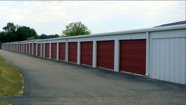 3216 Mid Pine Road Fayetteville, NC 28306 - Drive-up Units