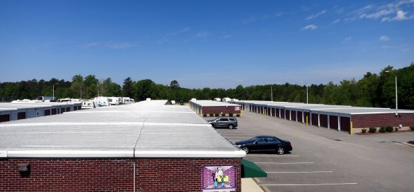 4928 U.s. 301 Hope Mills, NC 28348 - Drive-up Units|Driving Aisle