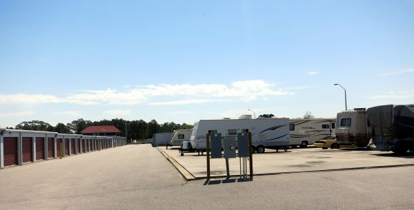 4928 U.s. 301 Hope Mills, NC 28348 - Car/Boat/RV Storage|Drive-up Units|Driving Aisle