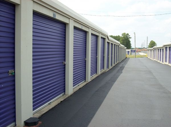 5607 Camden Road Fayetteville, NC 28306 - Drive-up Units|Driving Aisle
