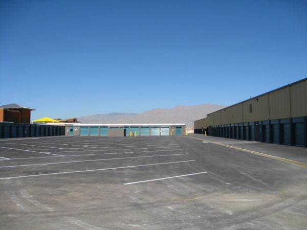 4515 W Ann Rd North Las Vegas, NV 89031 - Drive-up Units|Driving Aisle