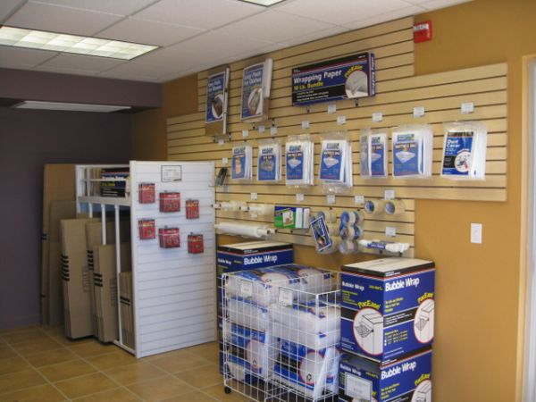 787 E Centennial Pkwy North Las Vegas, NV 89081 - Moving/Shipping Supplies