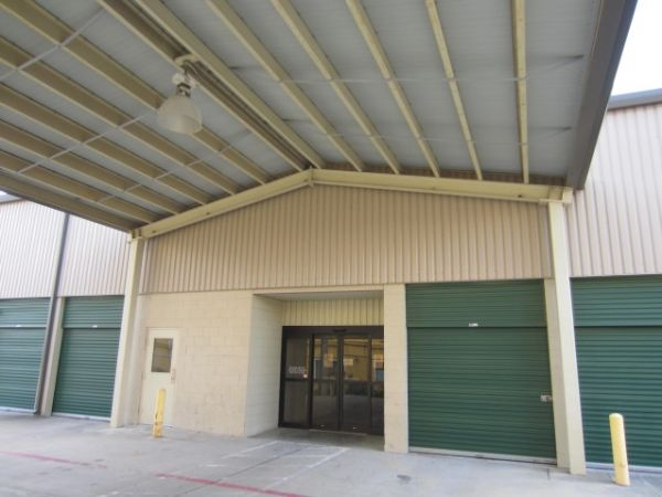 5500 E Sam Houston Pkwy N Houston, TX 77015 - Drive-up Units