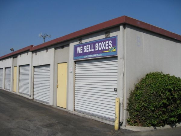 681 S Tustin St Orange, CA 92866 - Drive-up Units|Driving Aisle