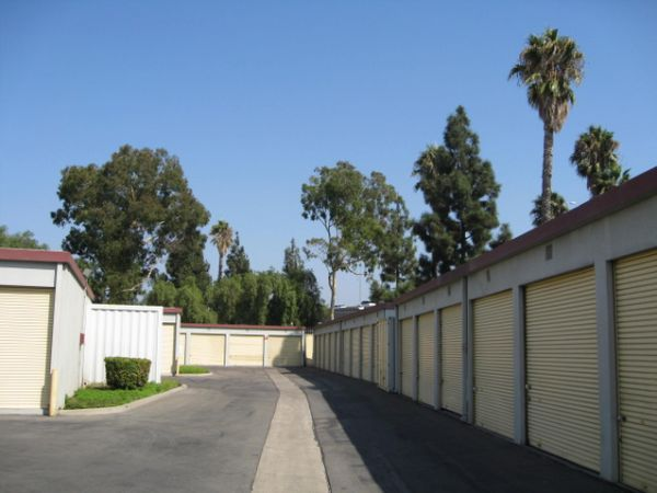 681 S Tustin St Orange, CA 92866 - Driving Aisle