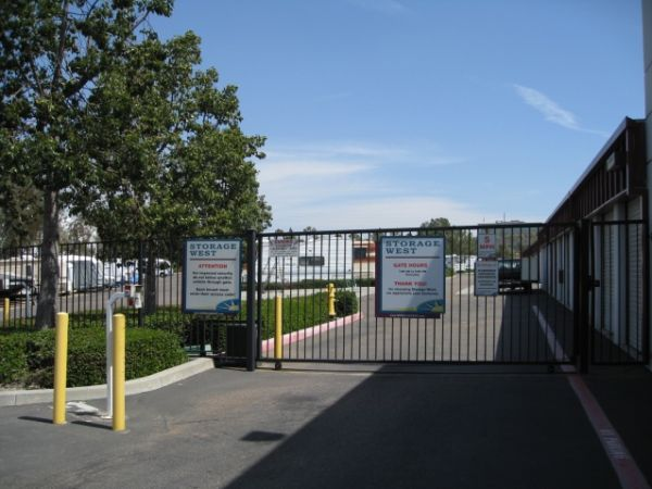 10999 Willow Ct San Diego, CA 92127 - Security Gate