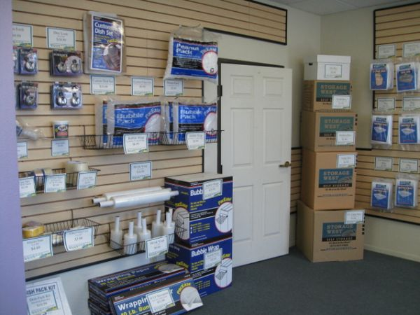 10999 Willow Ct San Diego, CA 92127 - Moving/Shipping Supplies