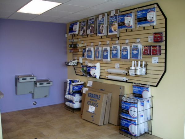 7650 S Durango Dr Las Vegas, NV 89113 - Moving/Shipping Supplies