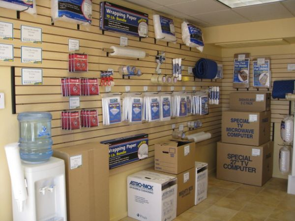 9325 W Russell Rd Las Vegas, NV 89148 - Moving/Shipping Supplies