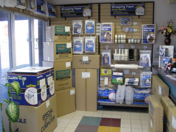 8265 W Sahara Ave Las Vegas, NV 89117 - Moving/Shipping Supplies