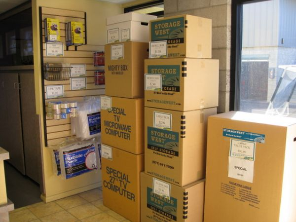 3869 E Sunset Rd Las Vegas, NV 89120 - Moving/Shipping Supplies