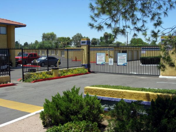 1450 S Mcclintock Dr Tempe, AZ 85281 - Security Gate|Drive-up Unit|Driving Aisle