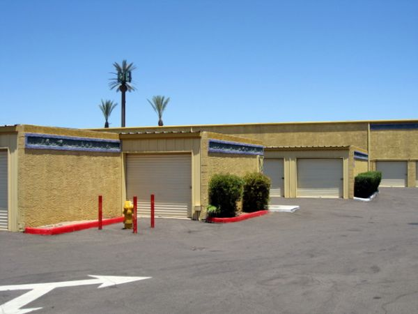 1450 S Mcclintock Dr Tempe, AZ 85281 - Drive-up Units|Driving Aisle