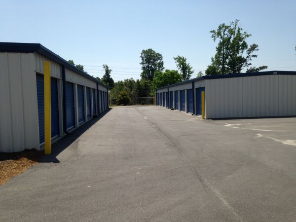 951 Worthington Rd Winterville, NC 28590 - Drive-up Units|Driving Aisle