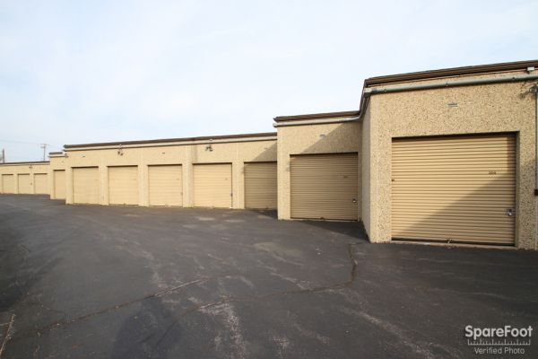 200 Manor Lane Villa Park, IL 60181 - Drive-up Units