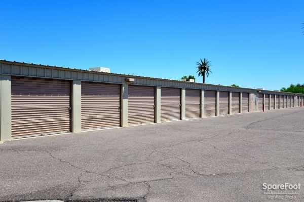 1690 East Williams Field Road Gilbert, AZ 85295 -