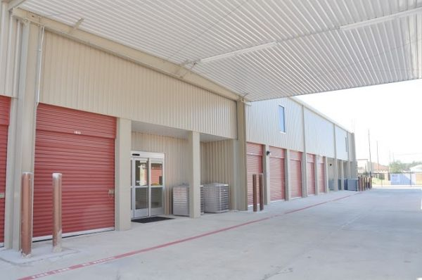 24922 Kuykendahl Road Tomball, TX 77375 - Drive-up Units|Driving Aisle