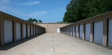 900 E 70th St Shreveport, LA 71106 - Drive-up Units