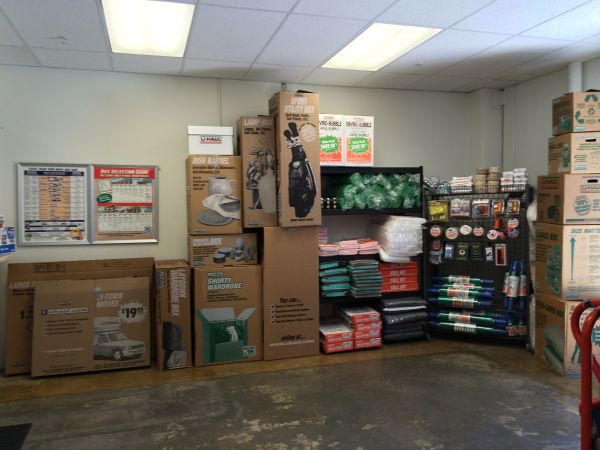 2451 Townsgate Road Westlake Village, CA 91361 - Moving/Shipping Supplies