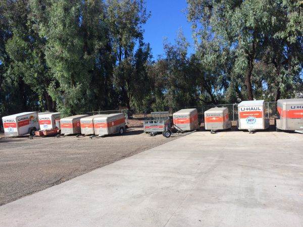 2451 Townsgate Road Westlake Village, CA 91361 - Moving Truck