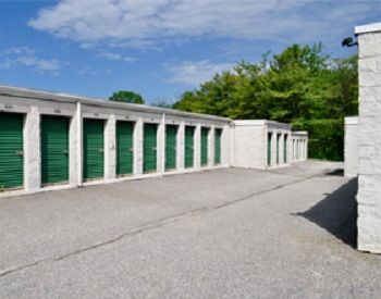 1700 Belmont Avenue Woodlawn, MD 21244 - Drive-up Units|Driving Aisle