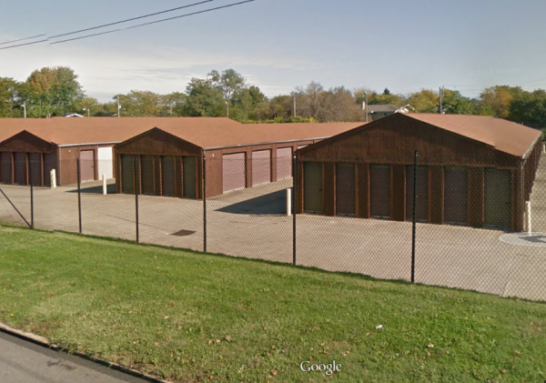 1381 East 276th Street Euclid, OH 44132 - Drive-up Units|Driving Aisle