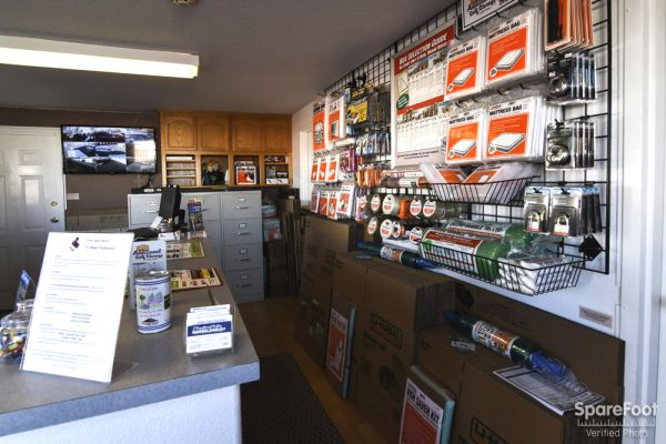 16300 NE 15 St.  Vancouver, WA 98684 - Moving/Shipping Supplies|Front Office Interior