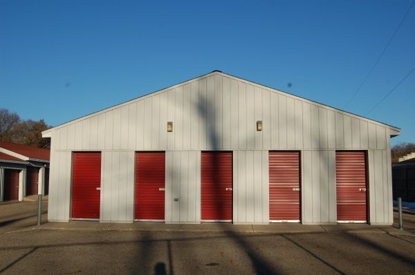 584 Bedford Road North Battle Creek, MI 49037 - Drive-up Units
