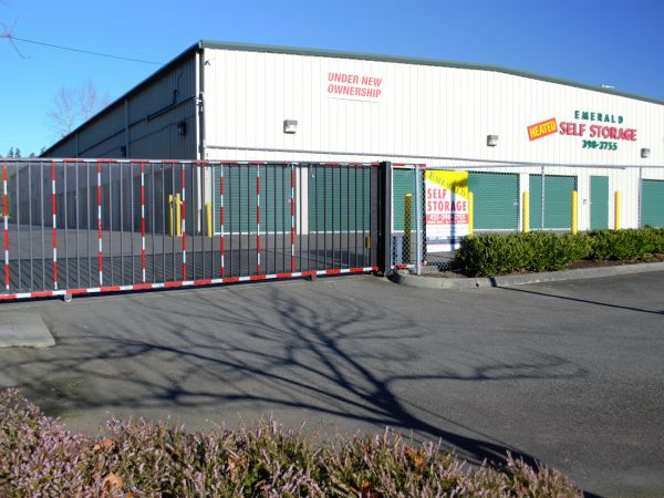 Emerald Self Storage & 15 Cheap Self-Storage Units Lynnwood WA w/ Prices from $19/month