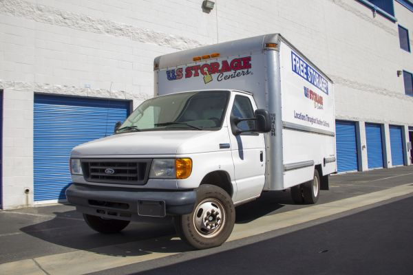 2073 Royal Ave Simi Valley, CA 93065 - Moving Truck