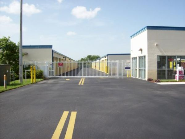 Charming US Storage Centers   Miami Gardens   2765 NW 207th St   2765 NW 207th St