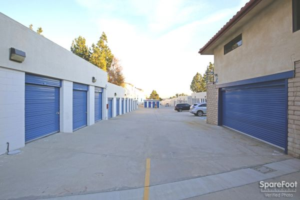 4454 Lowell Ave La Crescenta, CA 91214 - Drive-up Units|Driving Aisle