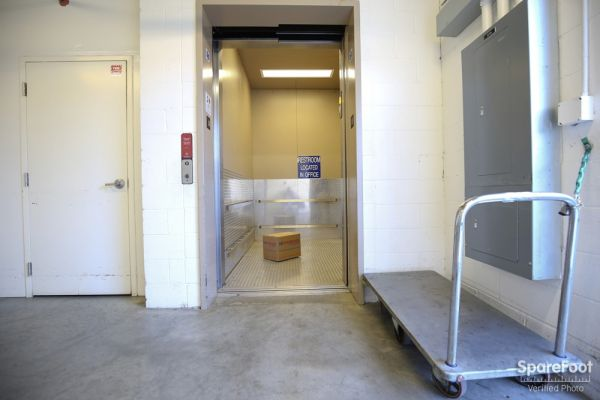 735 W Carson St Torrance, CA 90502 - Rolling Cart|Elevator