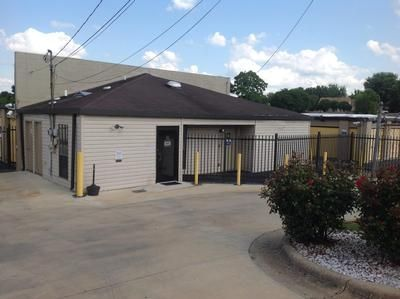 2895 Vaughn Plaza Rd Montgomery, AL 36116 - Security Gate