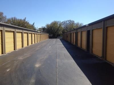 3000 W Columbus Dr Tampa, FL 33607 - Drive-up Units