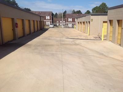 2947 McDowell Road Ext Jackson, MS 39204 - Driving Aisle