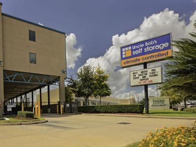 5415 Bissonnet St Houston, TX 77081 - Signage